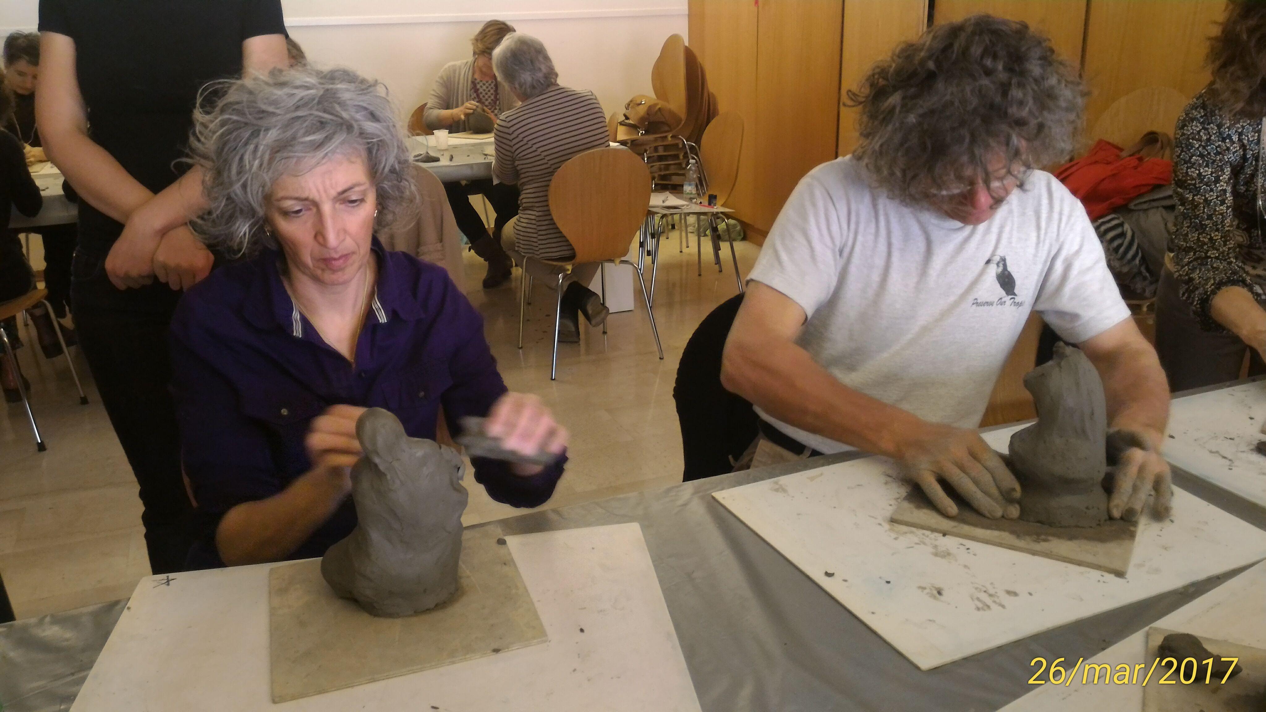Creta lavorata con le mani